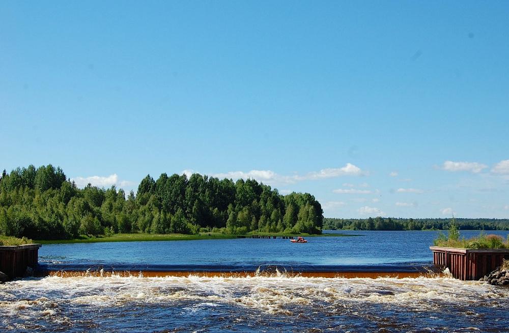В Карелии ремонтируют плотину на реке Ваме