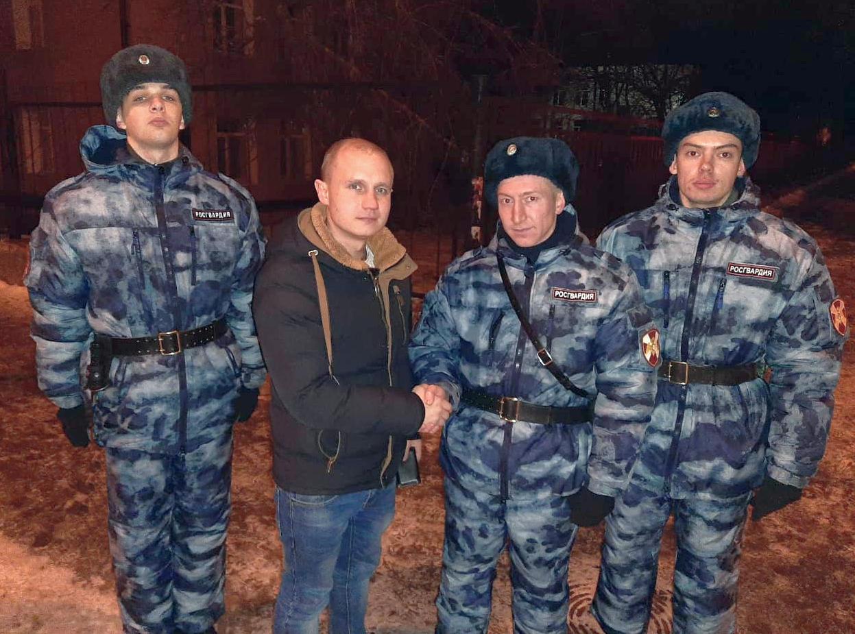 Военнослужащие казанского полка Росгвардии нашли и вернули  портмоне потерявшему его молодому человеку