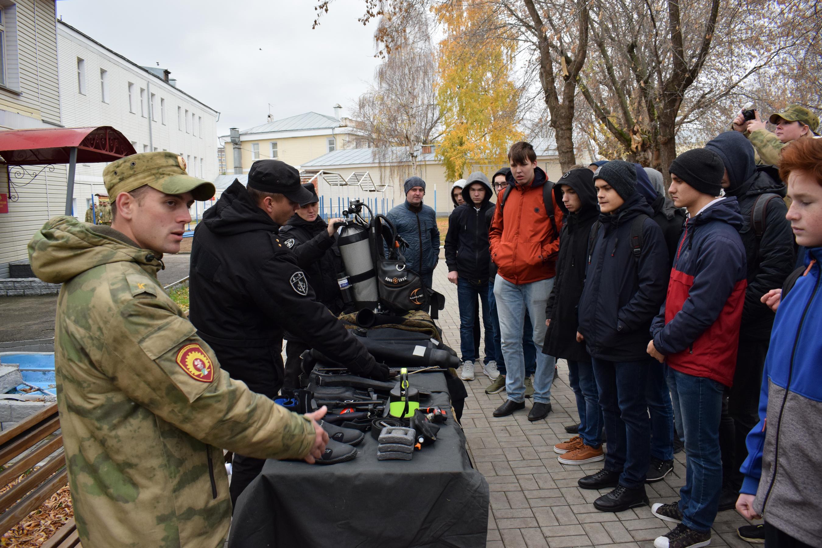 В казанском специальном моторизованном полку Росгвардии прошел День призывника