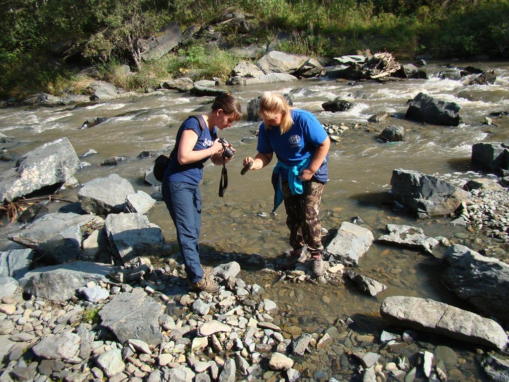 Географы АлтГУ проектируют маршрут новой экологической тропы в «Долине реки Каменка»