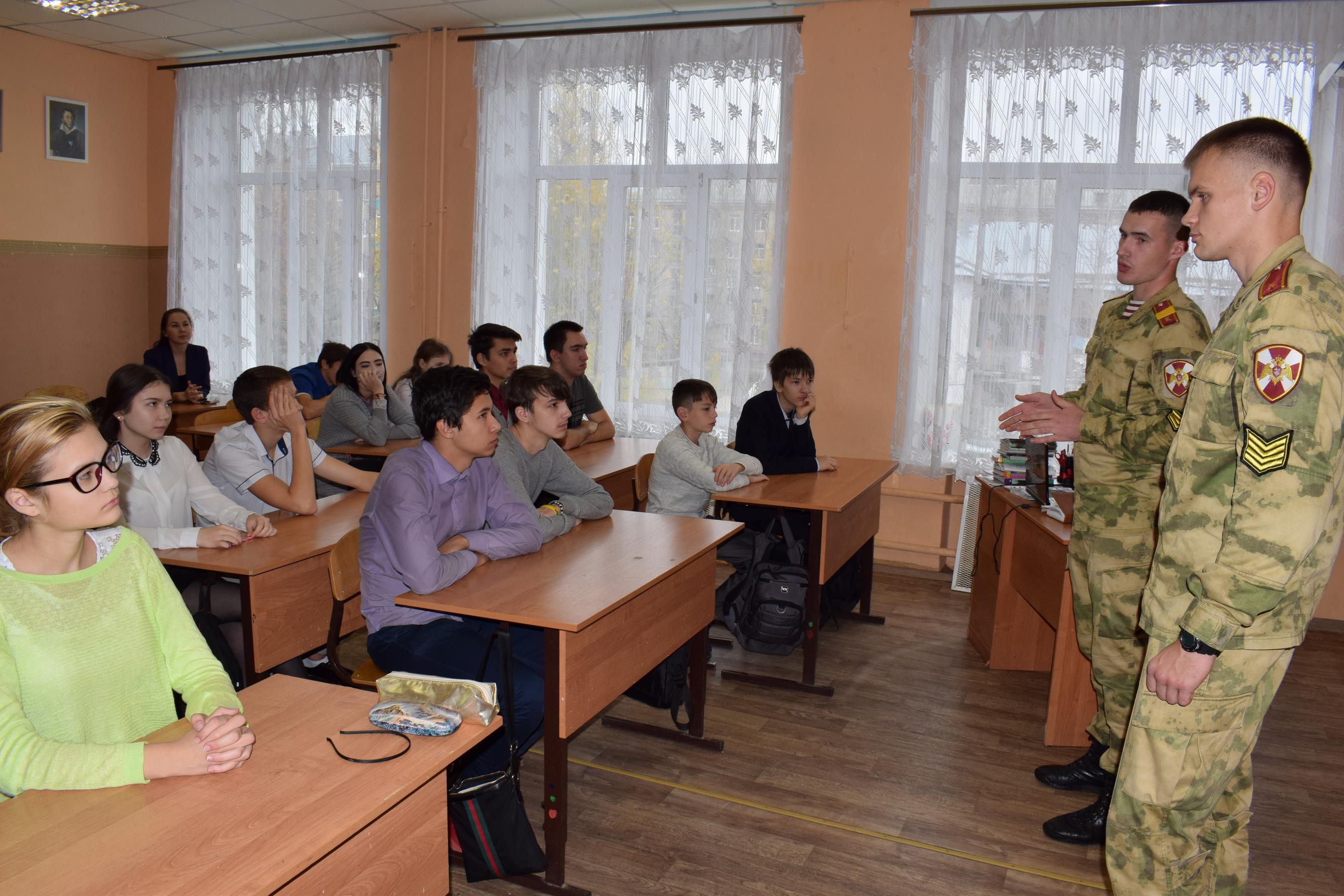 Курсанты Новосибирского военного института войск национальной гвардии РФ провели уроки мужества для учеников казанской общеобразовательной школы №31