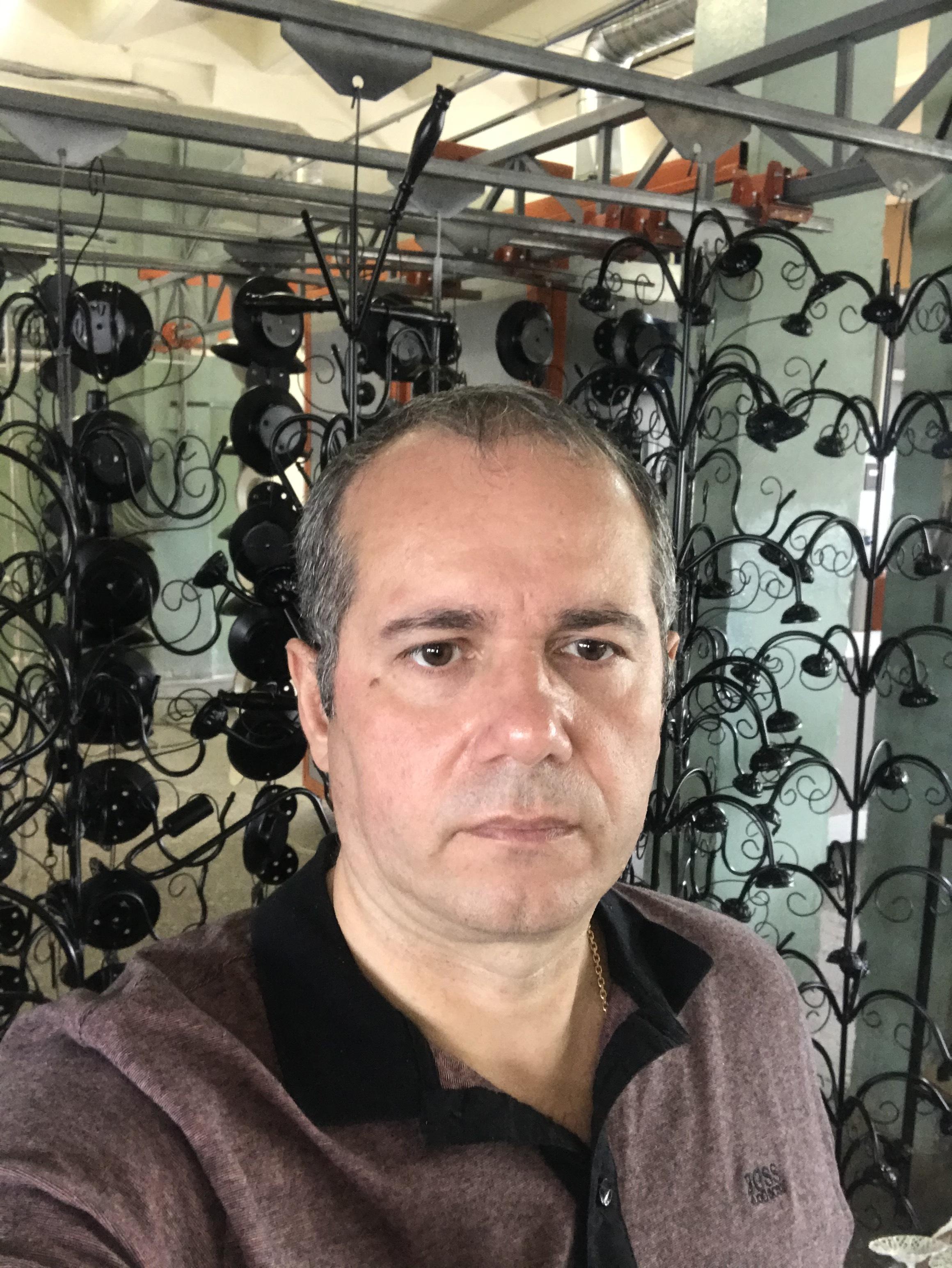 ООО «ПЕТРАСВЕТ» — молодая, успешная и быстро прогрессирующая компания по производству и реализации современных бытовых приборов освещения