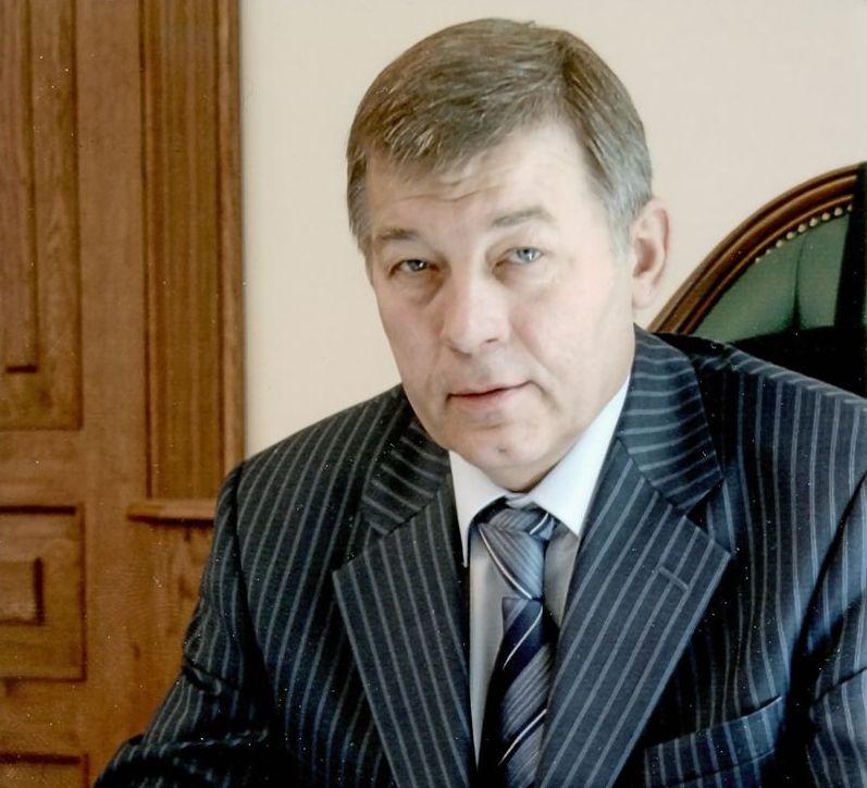 Ректор Александр Климов поздравляет президента РУТ (МИИТ) Бориса Левина с юбилеем