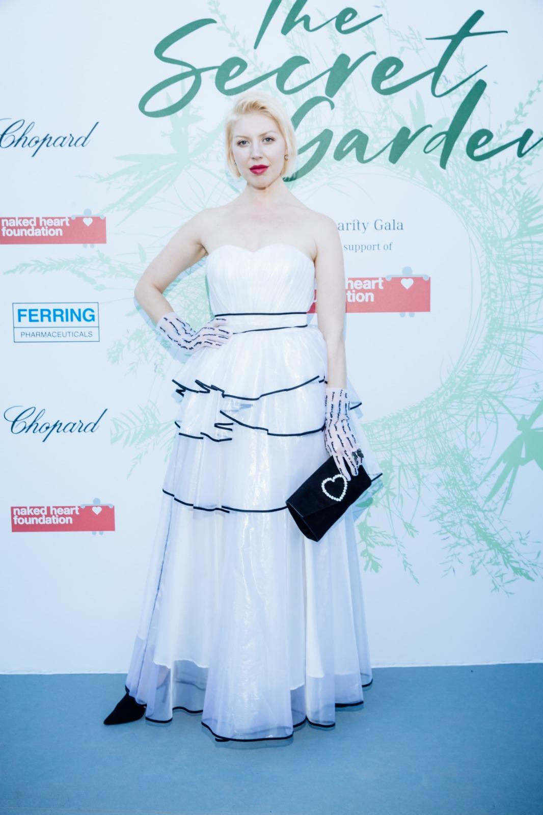 Певица Polina появилась в платье Svetlana Evstigneeva на гала-ужине Фонда «Обнажённые сердца» в Швейцарии
