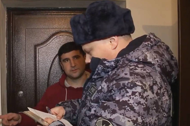 На Ямале сотрудники Росгвардии вместе с журналистами проверили владельцев оружия