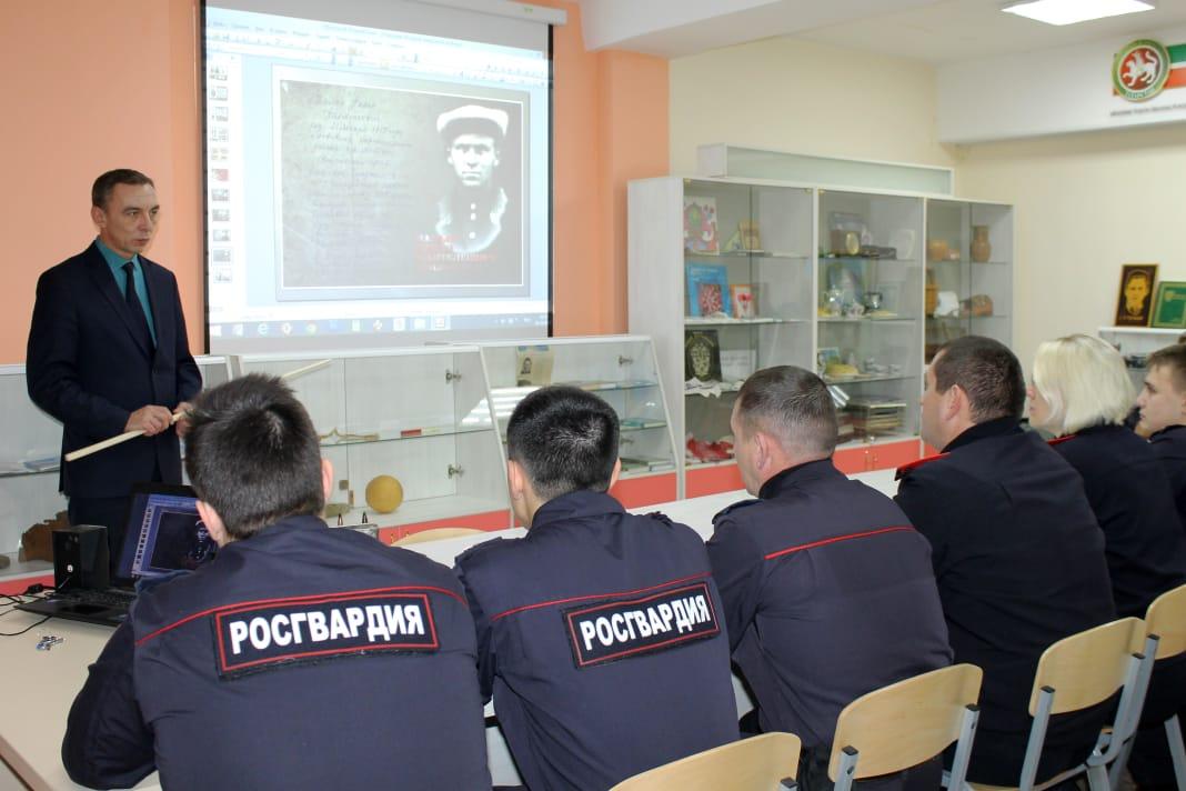 В честь Дня Героев России для нижнекамских росгвардейцев провели патриотическое мероприятие