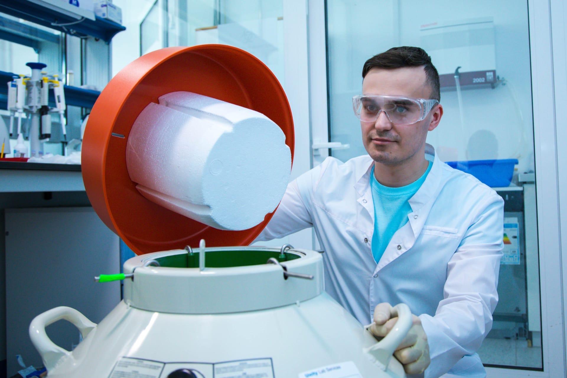 Междисциплинарная исследовательская группа БФУ им. И. Канта открыла новые особенности влияния формы наночастиц на клетки в злокачественных образованиях