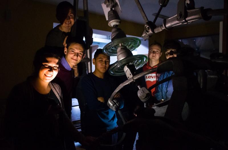 Сотни школьников с фонариками сделают высоковольтный разряд и найдут ангар с боевыми самолетами на акции «Ночь в университете»