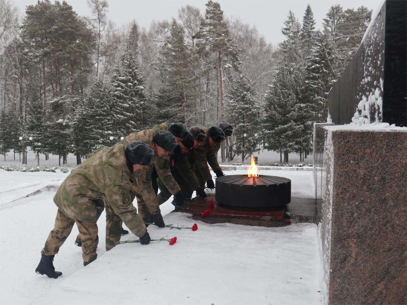 Томские росгвардейцы почтили память Героев Отечества