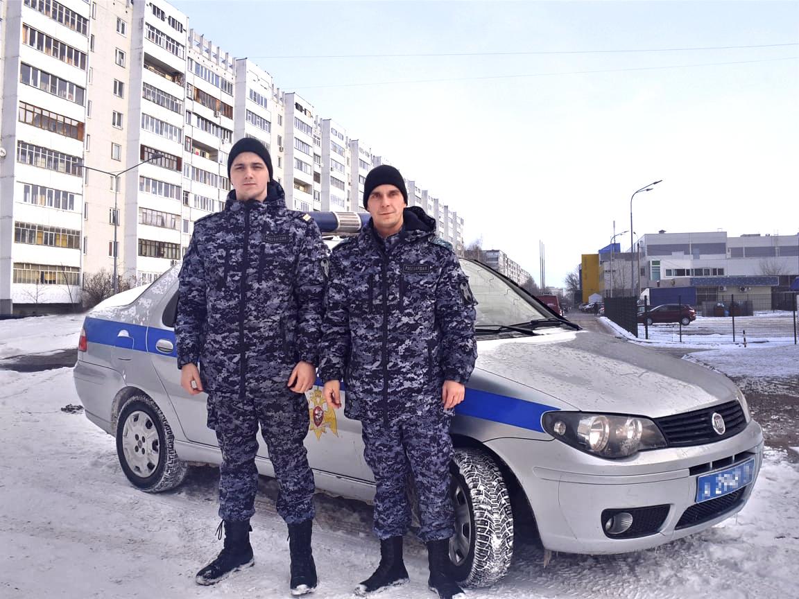 В Казани сотрудники вневедомственной охраны Росгвардии оказали помощь автоледи с ребенком, которая попала в сложную ситуацию на дороге