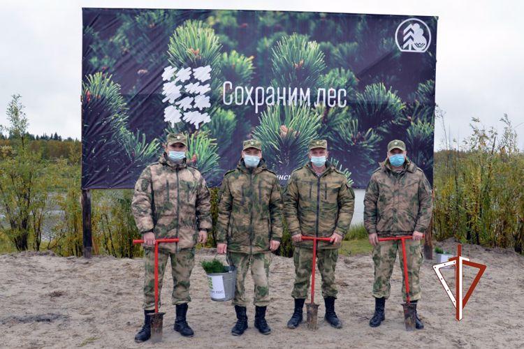 Росгвардейцы присоединились к всероссийскому экологическому проекту в Югре