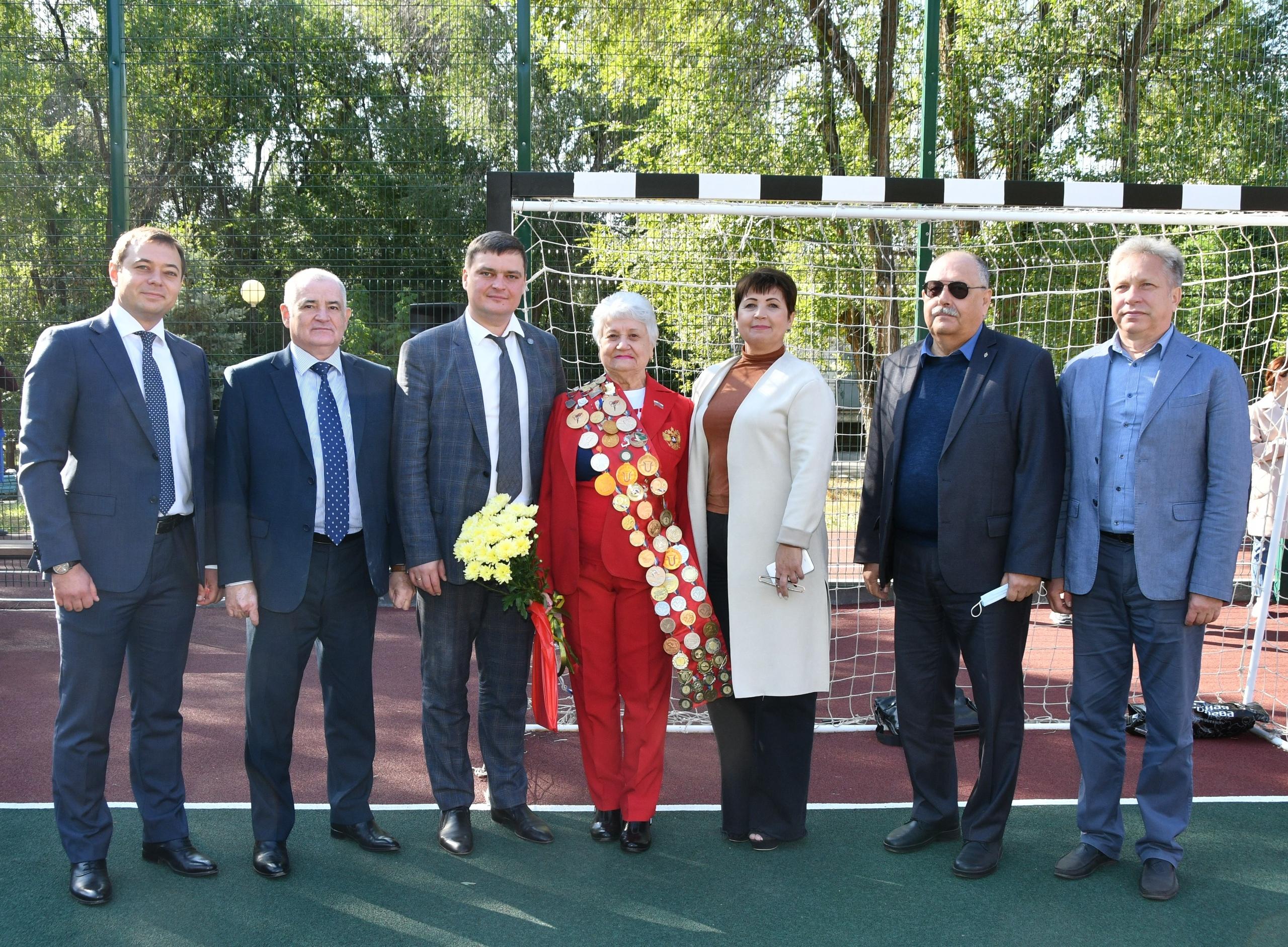 На территории Клинической больницы им. С.Р. Миротворцева СГМУ открыли новую многофункциональную спортивную площадку
