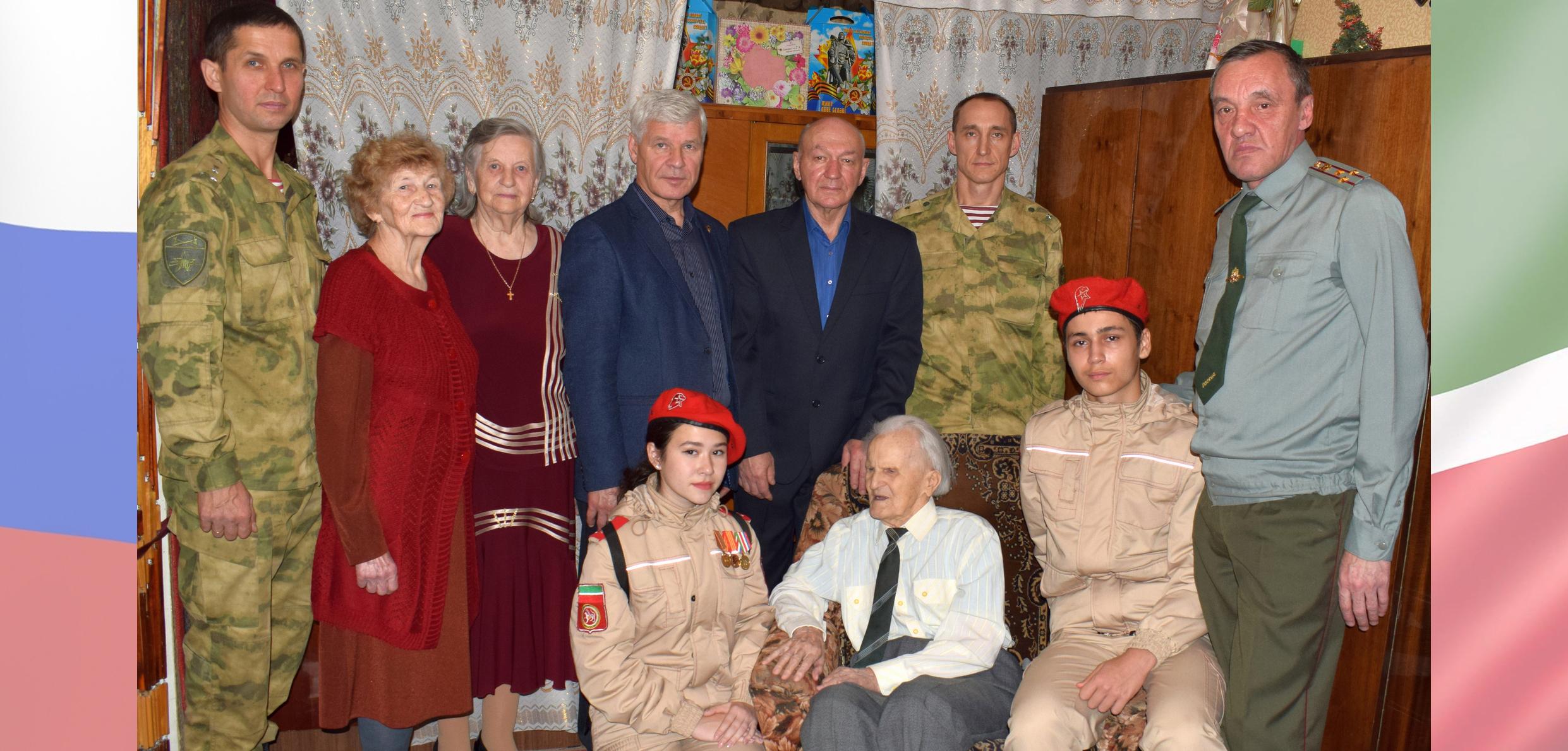 В Казани росгвардейцы поздравили участника двух войн и ветерана войск правопорядка со 100-летним юбилеем
