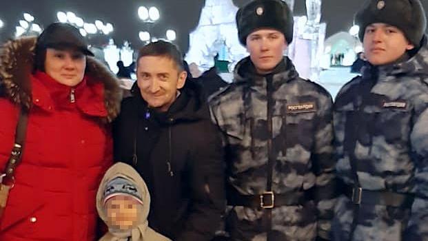 В Казани военнослужащие Росгвардии помогли потерявшемуся мальчику встретиться с матерью