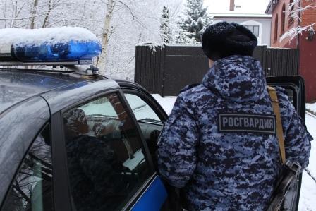 Наряд вневедомственной охраны Росгвардии задержал подозреваемого в краже продуктов питания