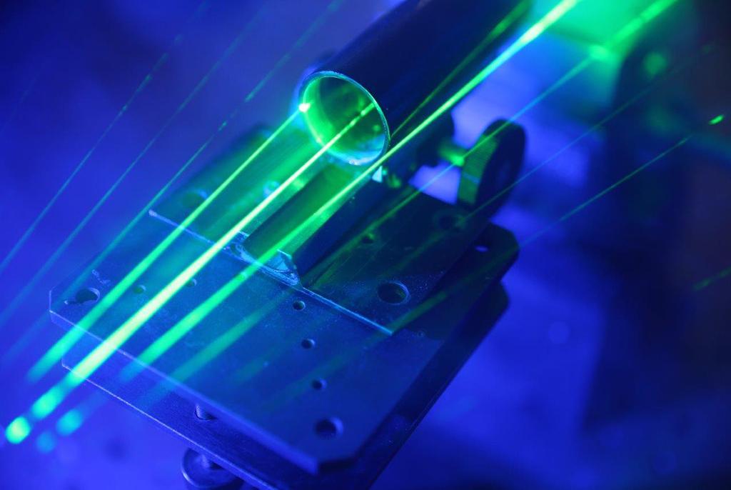 Учёные ТУСУРа по-новому изучают флексоэлектрический эффект в кристаллах, что позволит создавать устройства с уникальными характеристиками