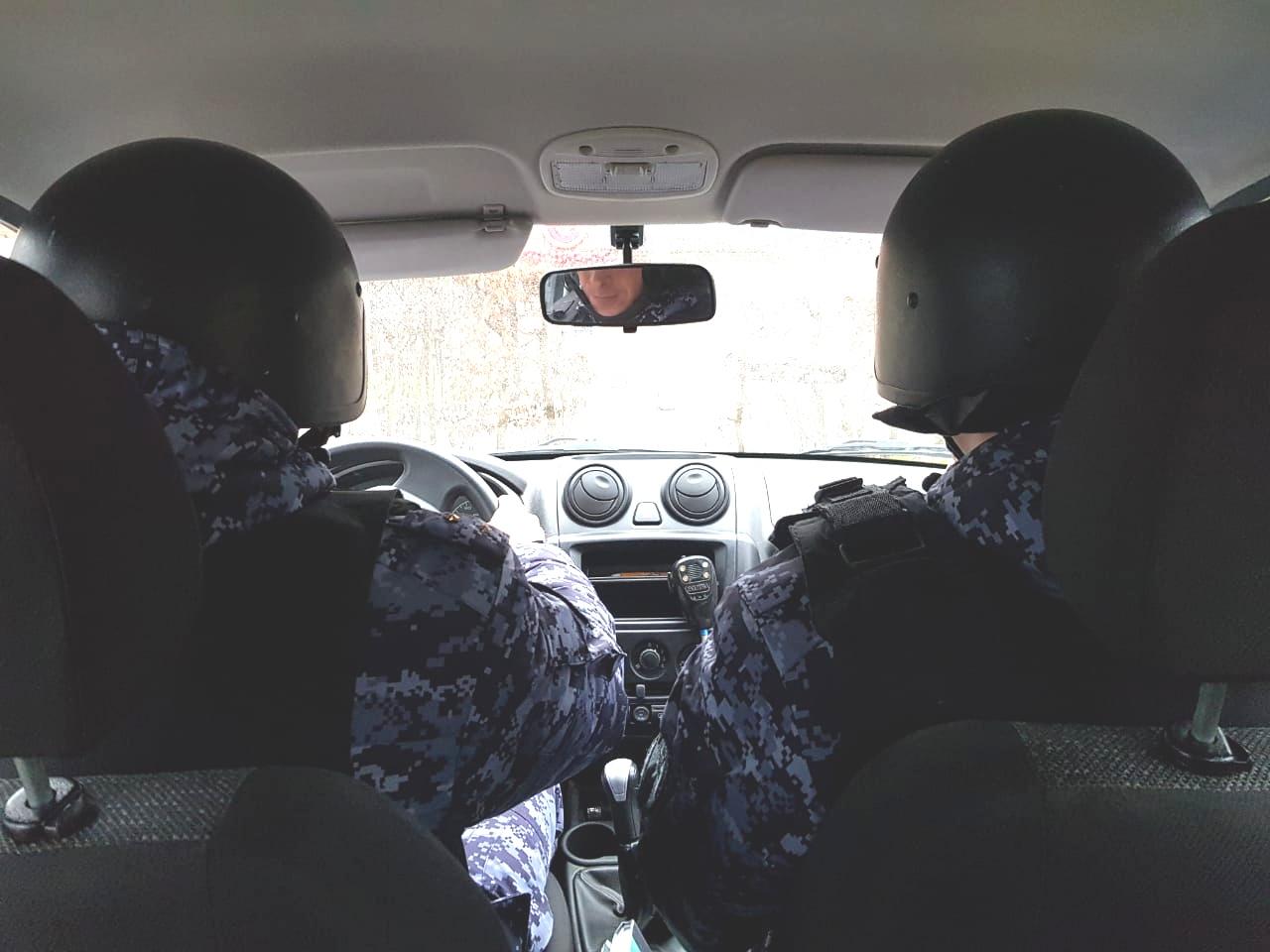 В Калининграде наряд вневедомственной охраны задержал хулигана, повредившего чужое имущество