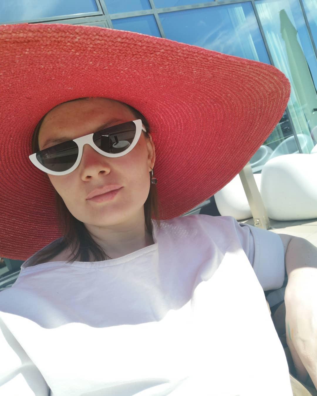 Готовимся к лету: дизайнер Татьяна Ашакова – об актуальных головных уборах и аксессуарах