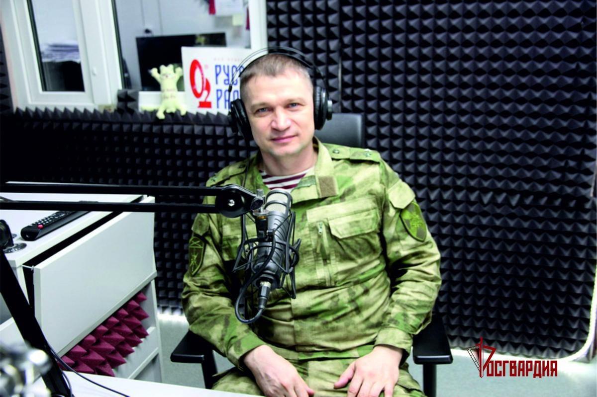 В Югре офицер Росгвардии принял участие в утреннем эфире «Русского радио»