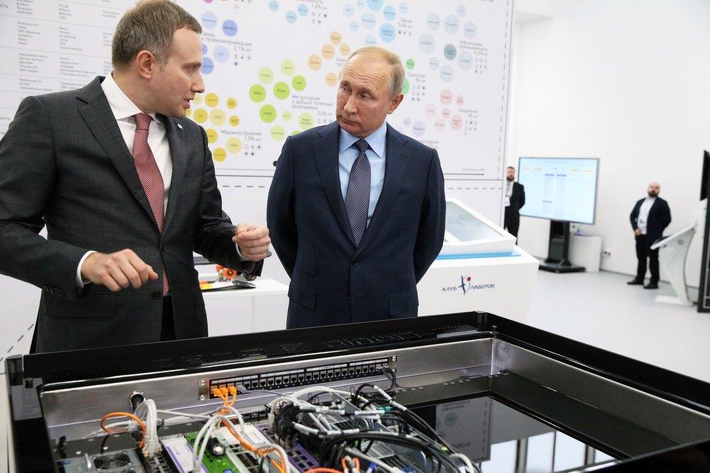 Энергоэффективный ЦОД Liquid Cube представили на выставке в АСИ Владимиру Путину