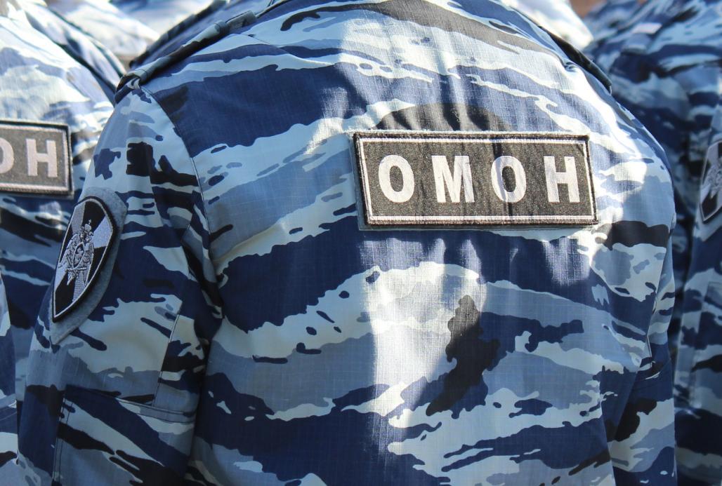 В Югре при участии ОМОН Росгвардии проведены следственные действия в отношении подозреваемого в превышении должностных полномочий