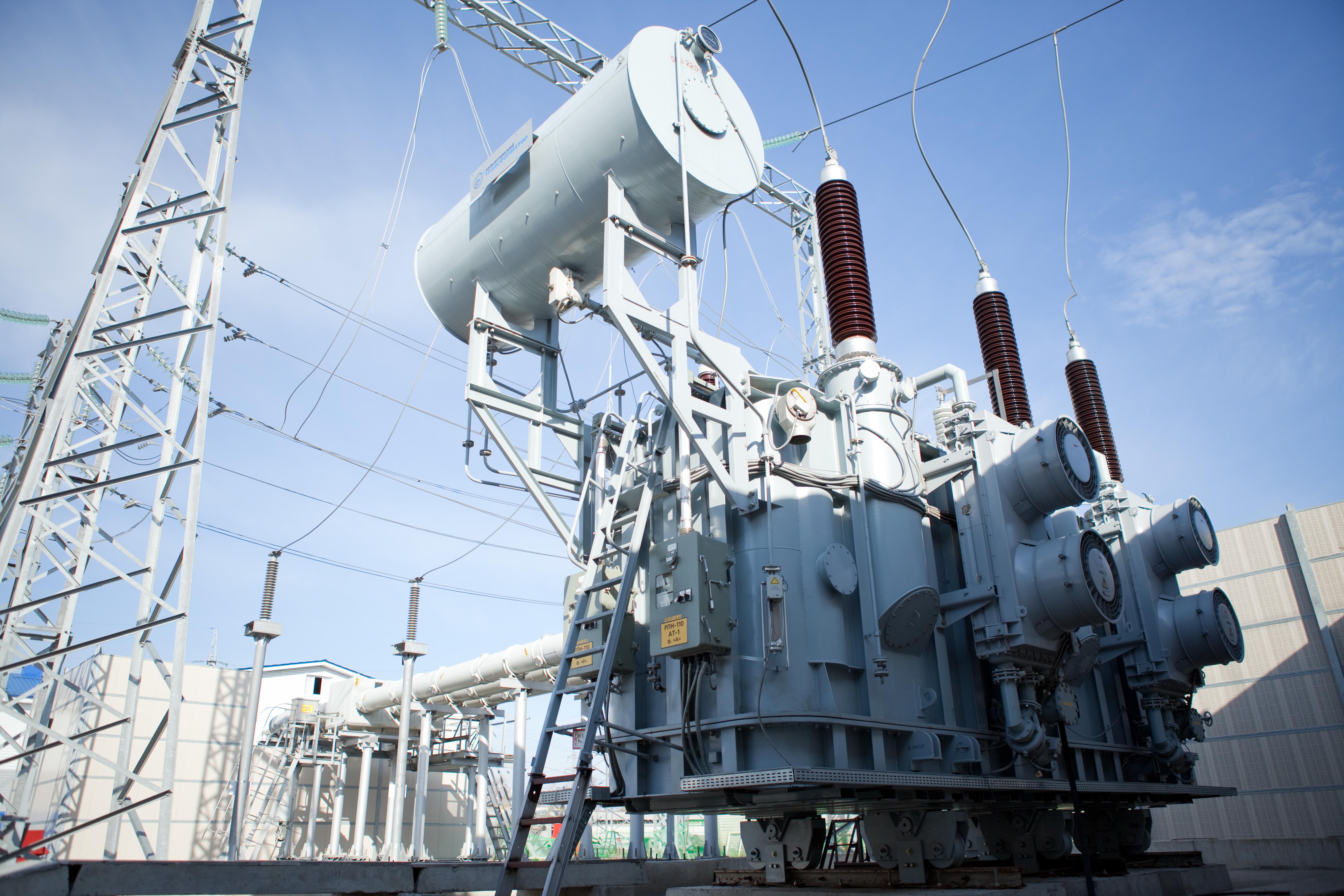«Россети ФСК ЕЭС» завершили установку высоковольтных вводов на ключевых подстанциях Средней Волги