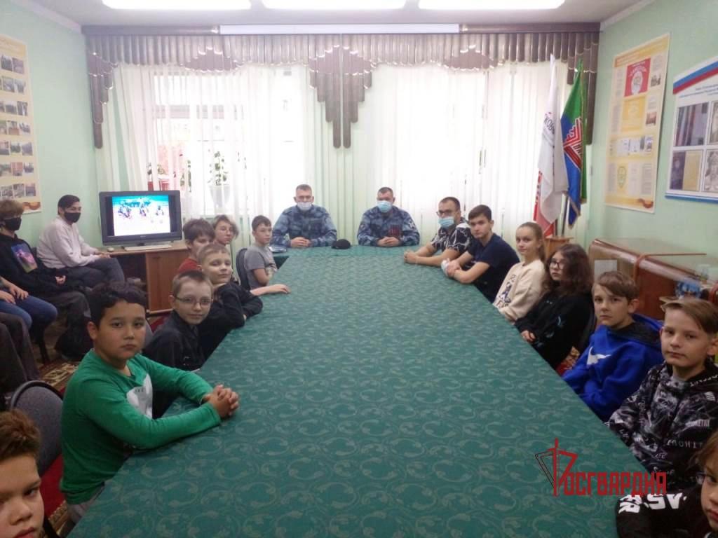 Сотрудники нижневартовского ОМОН Росгвардии провели цикл встреч со школьниками, посвященный битве за Кавказ