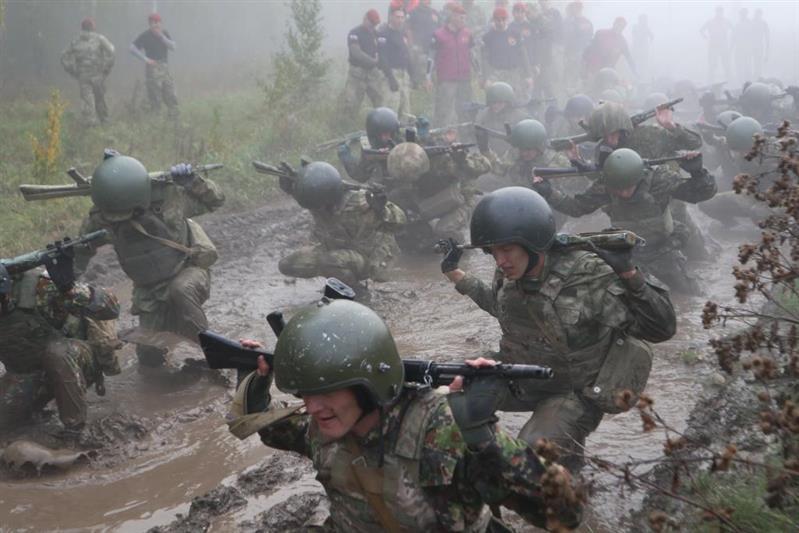 Командующий Уральским округом Росгвардии поздравил военнослужащих ставших обладателями краповых беретов