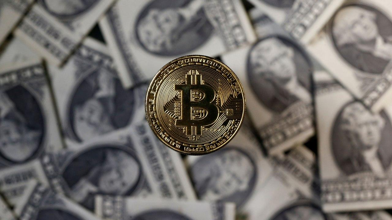 Bitcoin rate approached $ 11,000. What will happen next?
