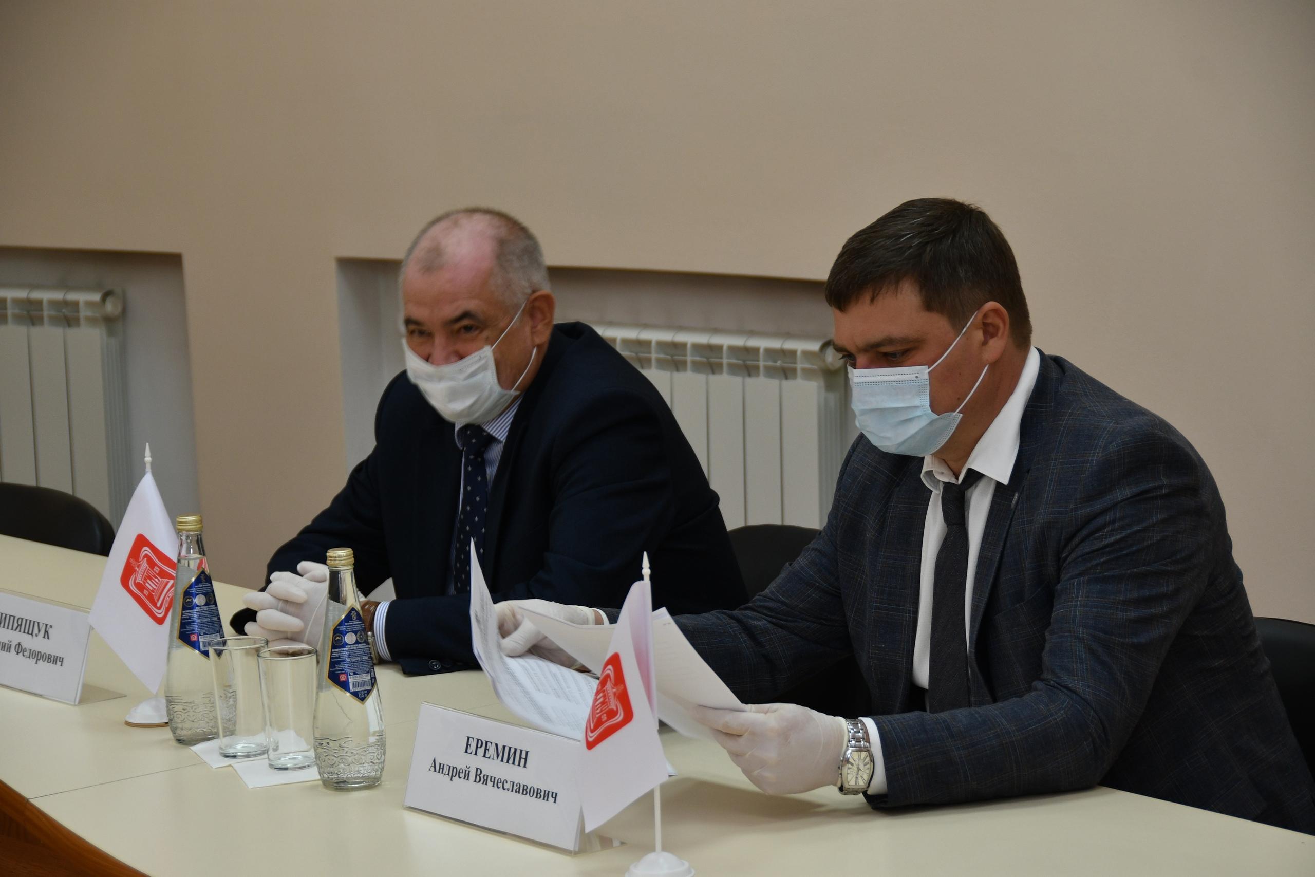 Сотрудников Клинической больницы им. С.Р. Миротворцева наградили за борьбу с COVID-19