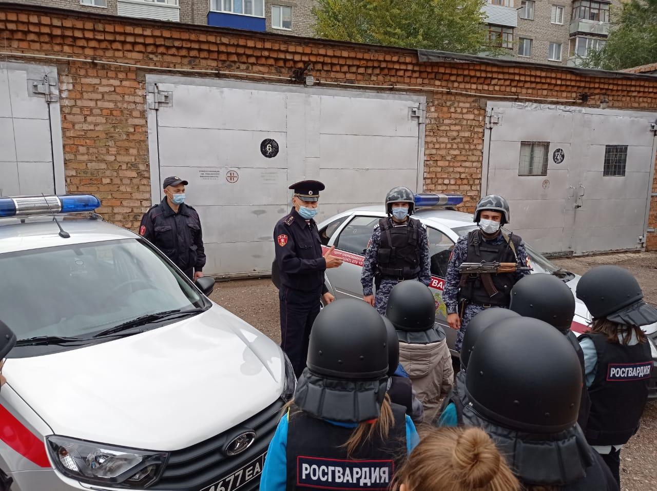 В Башкирии сотрудники вневедомственной охраны провели для детей акцию «День с Росгвардией»